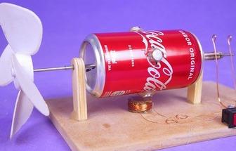 使用易拉罐克己风力发电机