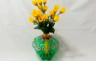 用塑料瓶DIY一個淡雅的簡易花瓶