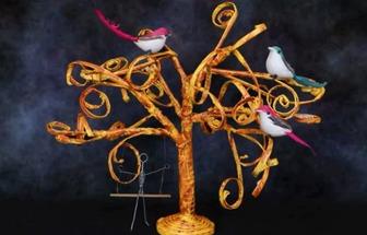 教你怎样运用废报纸DIY一棵秋天的景色树