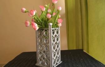 教你利用报纸制作一个简单的纸艺花瓶