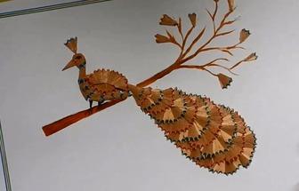 用鉛筆碎拼繪出一幅DIY孔雀圖