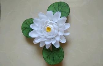 一次性勺子制作純潔如玉白蓮花