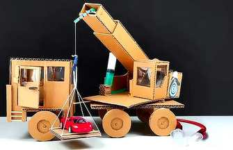用纸板和针管制作液压起重机卡车