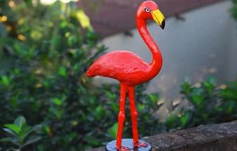 把舊木板和泡沫變成一只漂亮的火烈鳥