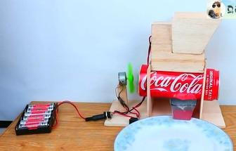 用易拉罐制作電動剝瓜子神器