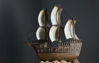 用廢紙殼做了一艘超真實海盜船