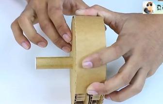 用纸板DIY玉米电动粉碎机