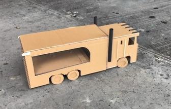 手工制作紙板擎天柱貨柜車