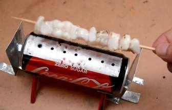 用喝完的可樂罐制作迷你燒烤架
