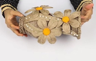 用廢舊塑料瓶和麻繩一起DIY好看的花瓶裝飾