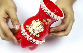 用塑料瓶和亮珠DIY好看的花瓶