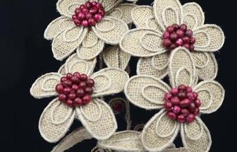 用麻布麻繩做了一個好看的花藝擺件