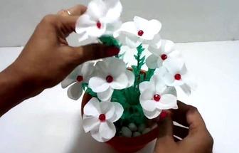 用購物袋制作簡單好看的花藝盆栽