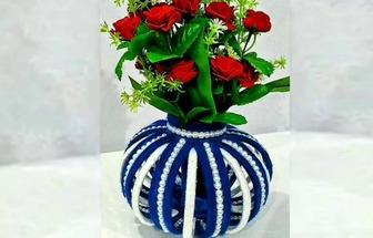 舊報紙和毛線團做漂亮的花瓶