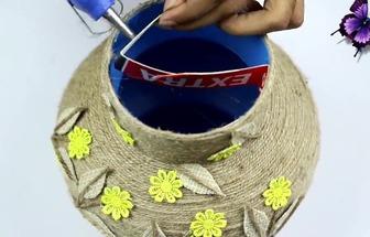 用塑料壺和麻布DIY漂亮的花藝擺件