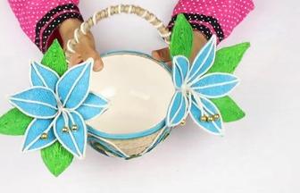 用塑料碗和麻繩制作花籃子