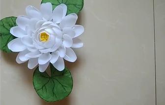 一次性勺子和塑料袋做一朵漂亮的白蓮花