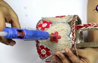 如何用塑料桶做個漂亮的花籃