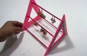 利用綜合廢品DIY耳環收納支架