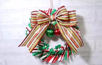 怎么使用舊衣服做漂亮的圣誕花環