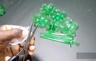 如何使用雪碧瓶DIY漂亮的塑料花