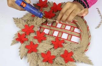 用紙板和麻布DIY漂亮的花藝墻掛