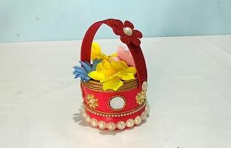 用臉霜盒子做的一個漂亮小花籃