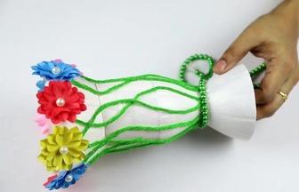 制作創意的塑料瓶花擺件