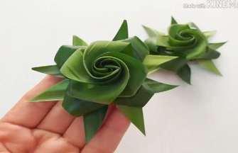 草葉子編制的碧綠色玫瑰