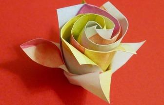 玫瑰這樣折才好看,好一朵超美的折紙七彩玫瑰
