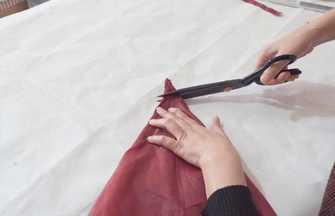 雨傘壞了別扔?傘布拆下剪1刀,成品老人小孩都能用