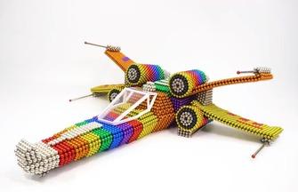 如何組裝一架巴克球X翼飛機模型