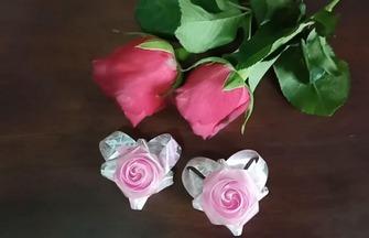DIY彩帶玫瑰花的方法